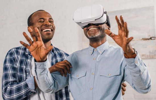 Researchers test virtual reality's potential to bring together older adults and their children