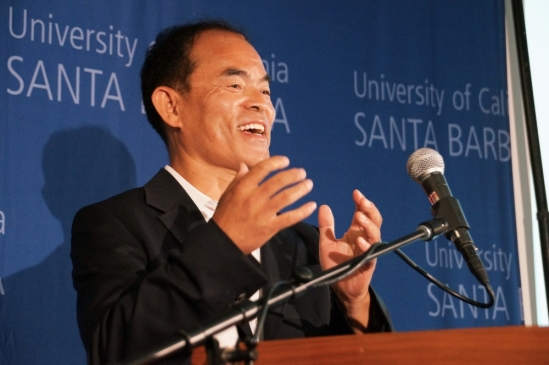 photo of Shuji Nakamura at Nobel Prize press conferences