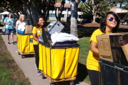 photo of move in volunteers at work
