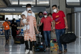Afghan refugees arrive at an American airport.