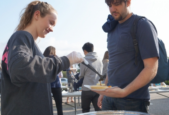 Serving up pancakes at 2015 UCSB First Senior Breakfast