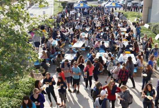 Crowd at 2015 UCSB First Senior Breakfast