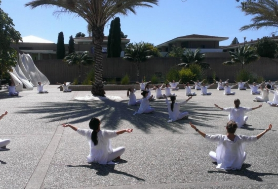 """Campus commemorates second anniversary of Isla Vista tragedy with performance tribute """"Table of Silence"""""""